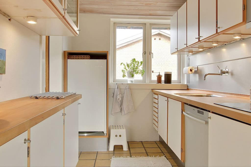 Well functioning kitchen with dishwasher