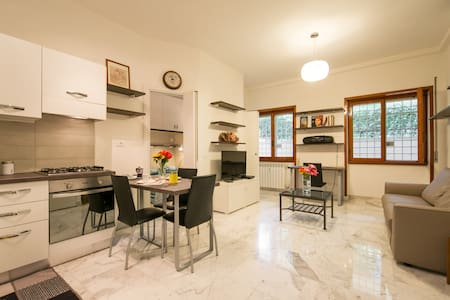 Rome Tourist House - up to 4 guests - Rzym