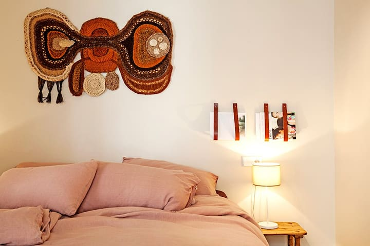 Contemporary 1 bed city-centre apartment