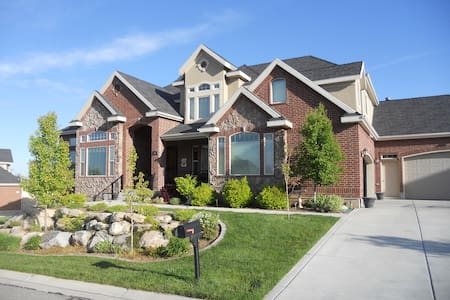 Private Bed/Bath Large Family Home - Kaysville