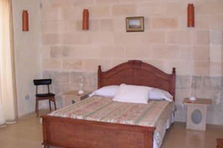 Blue room - Il Girna - double bed. - Sannat - Bed & Breakfast