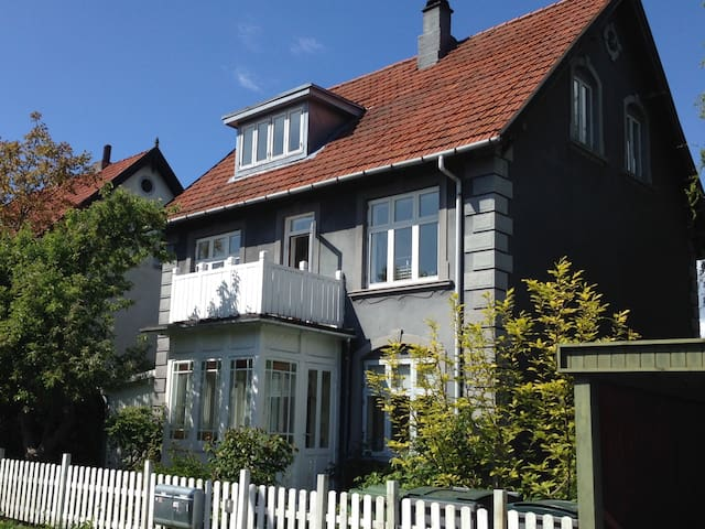 Lys villalejlighed med have - Copenhague - Departamento