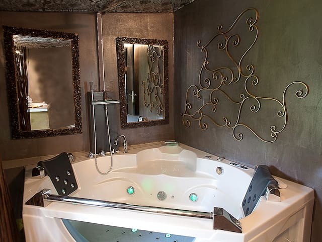 Suite de charme avec jacuzzi - Rontalon - Pension