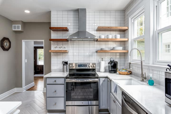 Newly Renovated Four Bedroom Home in Annapolis
