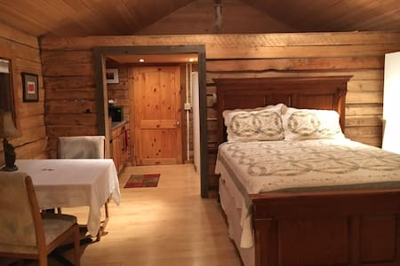 Rustic Homestead (studio) Cabin in South Anchorage - Anchorage - Stuga
