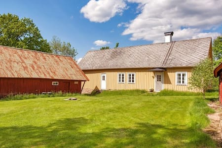 Charming old house with lake-view, own boat - Ullared