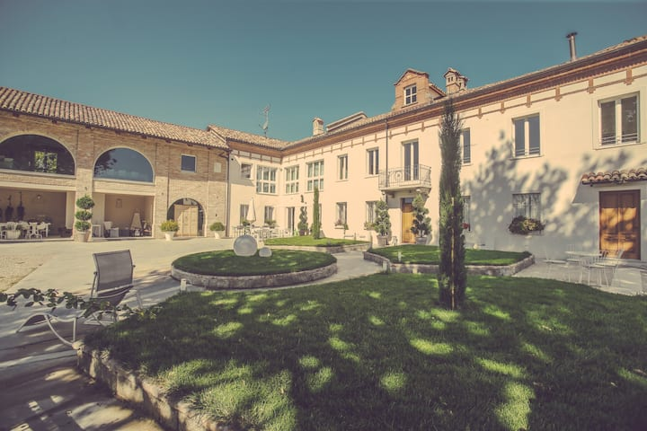 """Langhe Country House """"L'Olivo"""""""