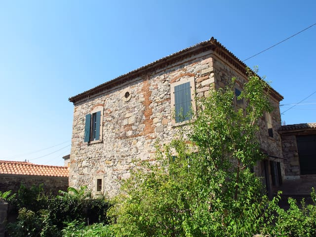 Traditional Eresos stone house - Lesvos - Dom