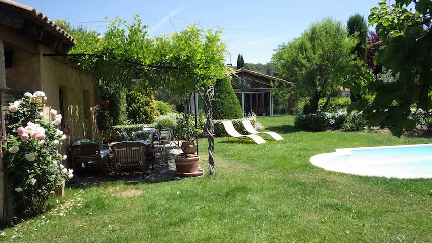 Chambre calme avec piscine pays Aix + buanderie - PEYNIER - Βίλα