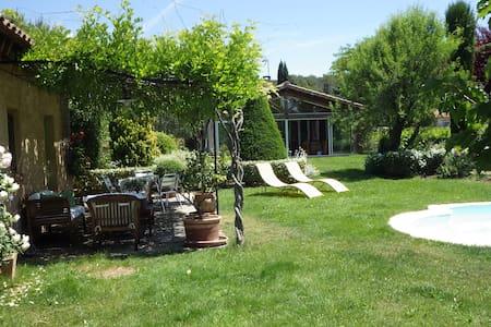 Chambre calme avec piscine pays Aix + buanderie - PEYNIER