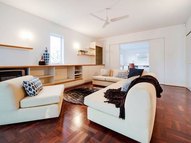 Oceanfront with spectacular views, Cottesloe Beach - Cottesloe - House