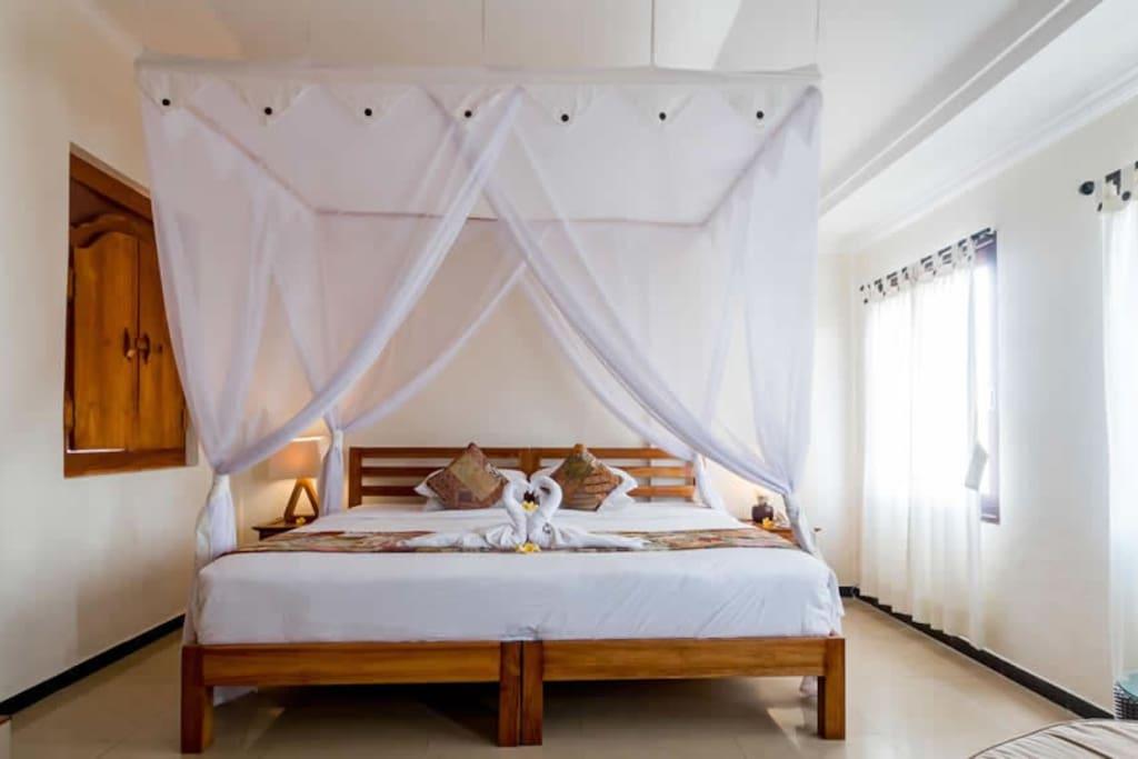 Suite Seruni Room
