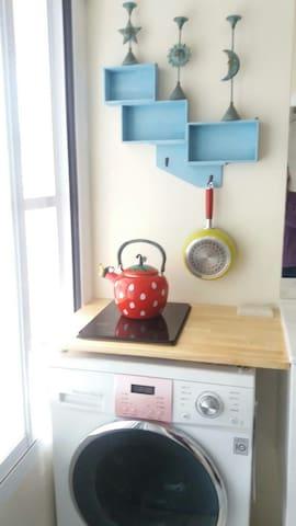 米雅家的紐約風~有洗衣機 廚房 wifi 還有提供電動機車可租借喔 - West Central District - Flat