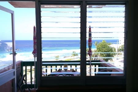 Airy Seaside Fourth Floor Apartment - Bridgetown - Apartmen