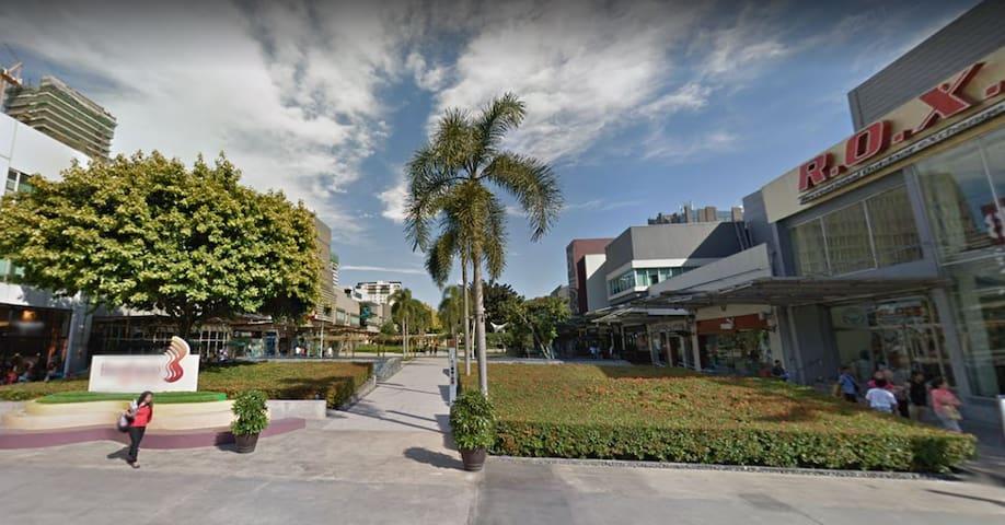 More shopping in lush greenery of Bonifacio High Street less than 5min away!