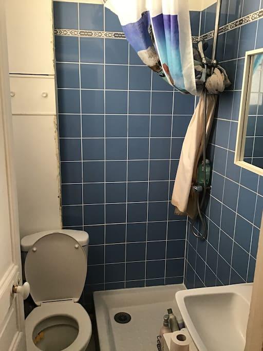 Petite salle d'eau + WC