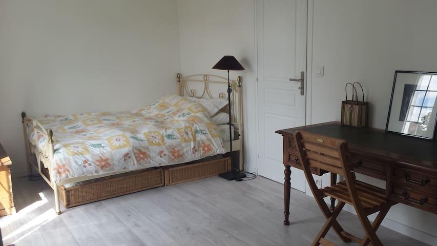 Chambre claire, maison au calme - Saint-Maur-des-Fossés - Bed & Breakfast