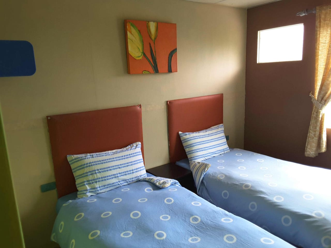 302 twin room (2 single bed)