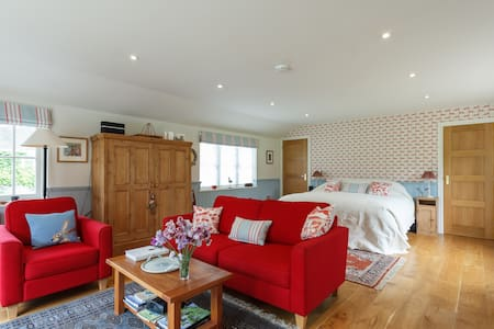 Luxury Riverside Lodge, Salisbury - Salisbury, Wilton - Zomerhuis/Cottage