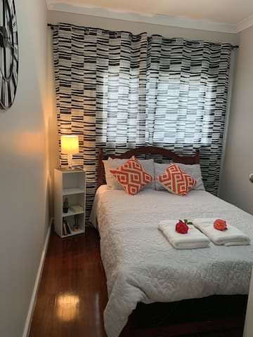 Cottage in the Grove-Cosy Double bedroom