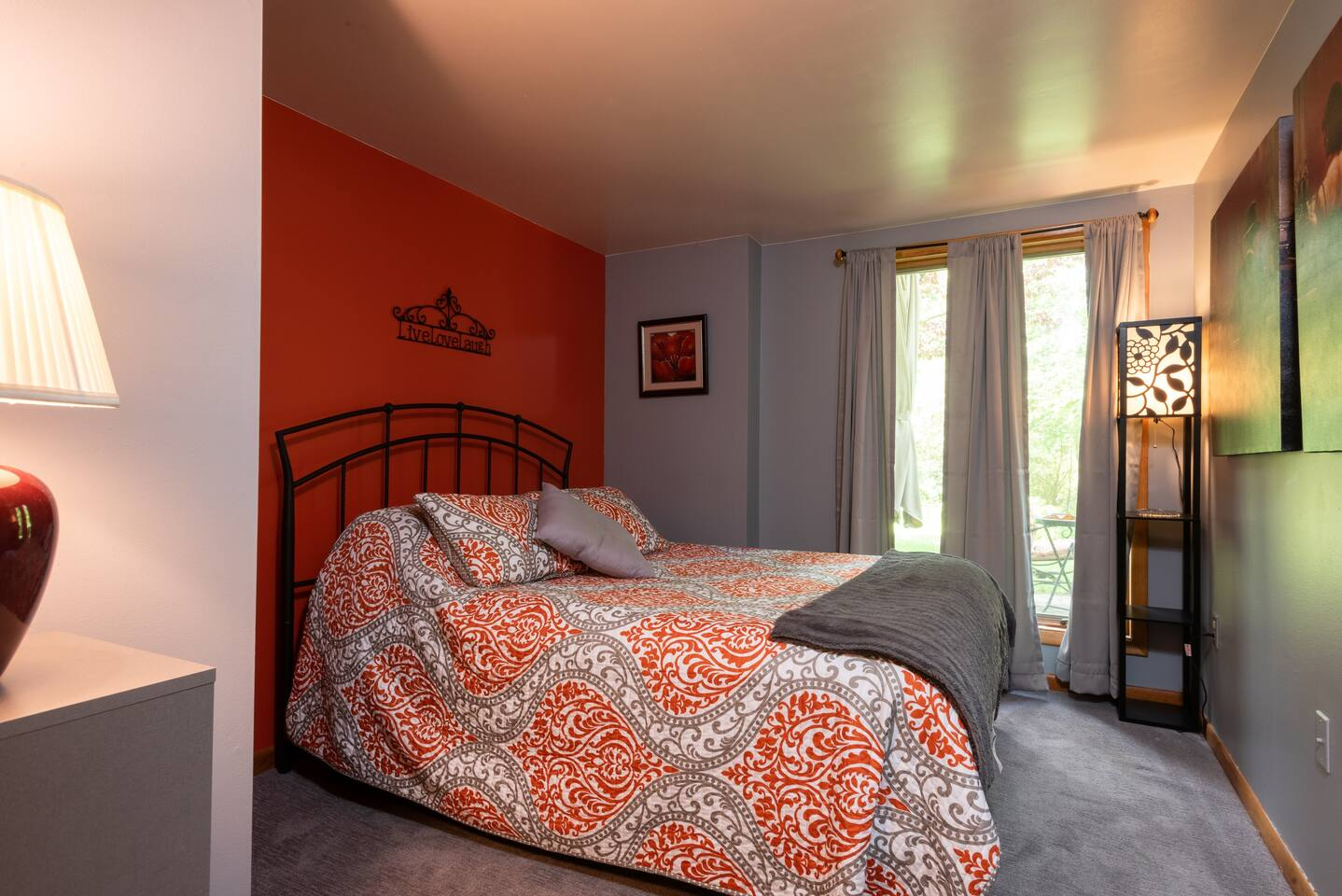 Luxurious Queen bed with high quality linens, closet, 2 small bureaus and locking door