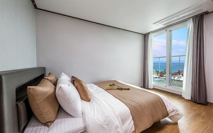 포근한 바다의 풍경이 보이는 F08(원룸, 오션뷰) 객실