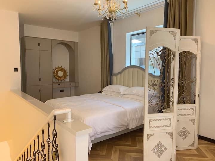浪漫法式大套房带大阳台
