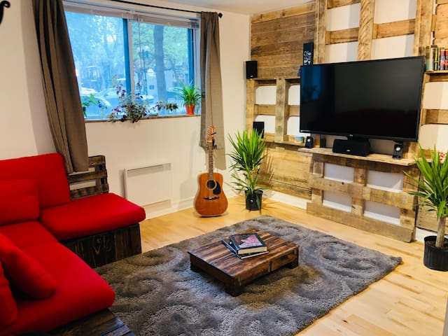 Rustic apartment- near metro