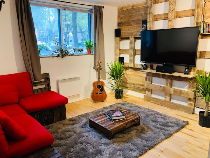 Cozy rustic apartment - near metro