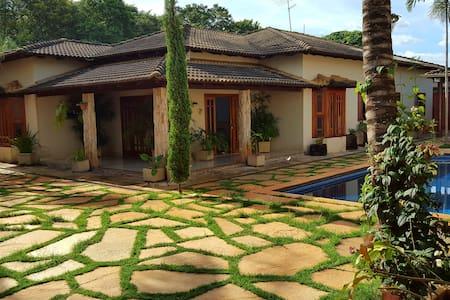 Chácara muito confortável 7 km do centro, Goiânia