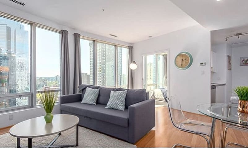 Sofa Bed in Shared Condo: Central Downtown