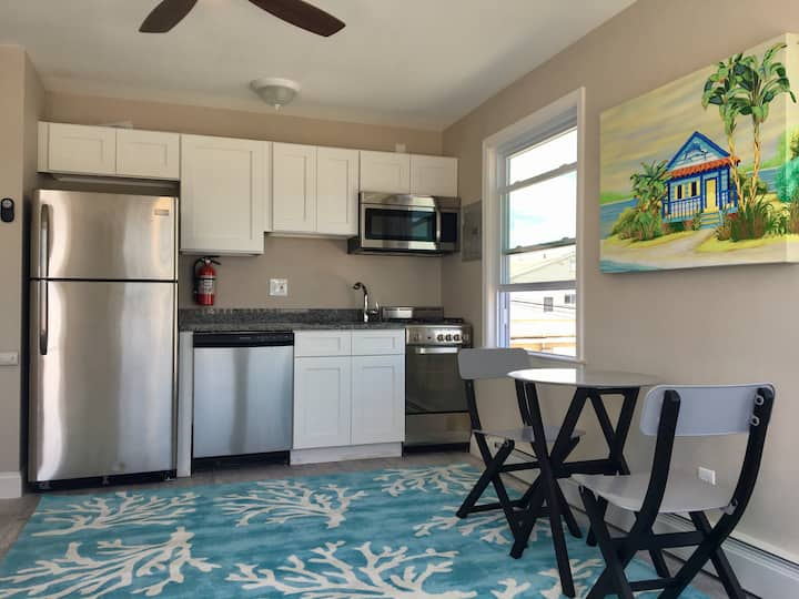 Happy 1 BR Beach Condo- - 2nd Floor