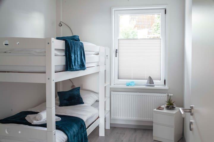 die hochwertigen Etagenbetten sind nicht nur für kleine Gäste geeignet.