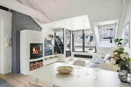 Top floor w/private roof terrace and panorama view