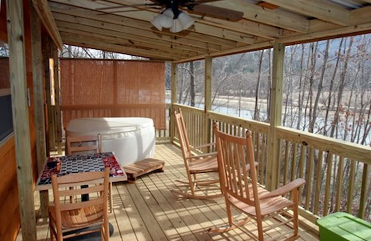 Fishing Cabin, Romantic Cabin on Lake Lure!