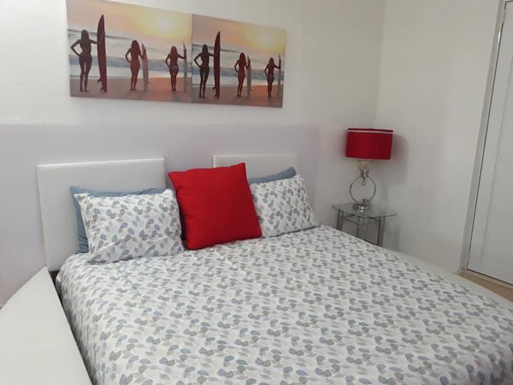 King bed apartment a 15 min del aeropuerto!