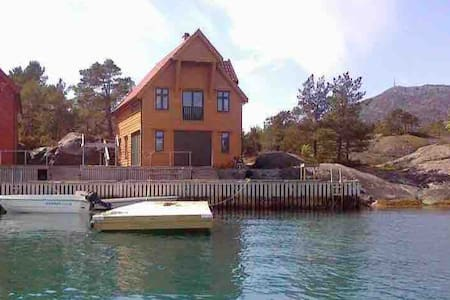 Holiday cottage❤️by the seaside 4/8 beds.Dieselboat