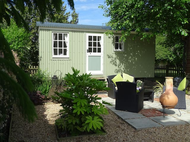 Lovely Self catering Shepherds Hut