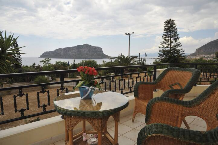 Malvasia View - μονεμβασια- αγια κυριακη - Dom