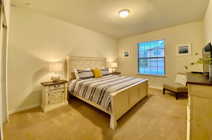 Beach House Style/King Bedroom + Clubhouse Resort