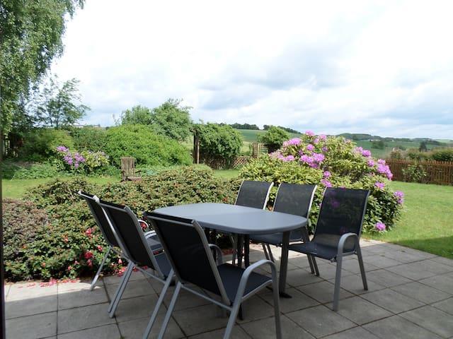 Terrasse von Küche und Esszimmer begehbar.