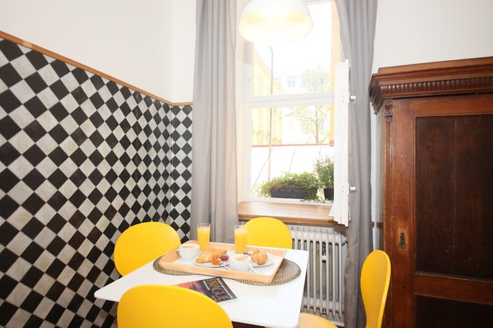 QUIET 1 BDRM APARTMENT in HISTORIC CENTRE PRAGUE 1 - ปราก
