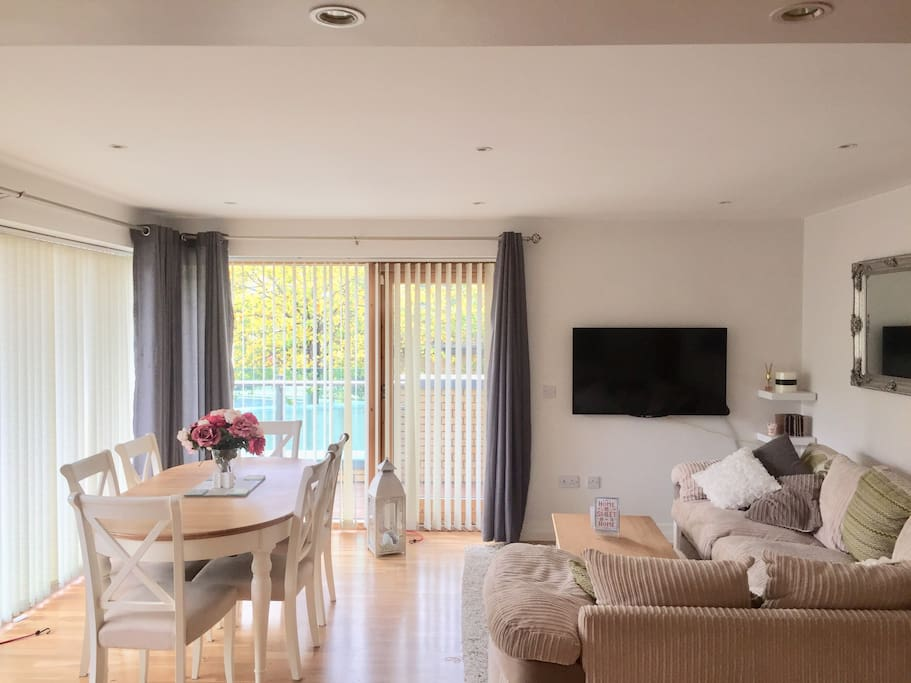 Bright spacious living / dining area