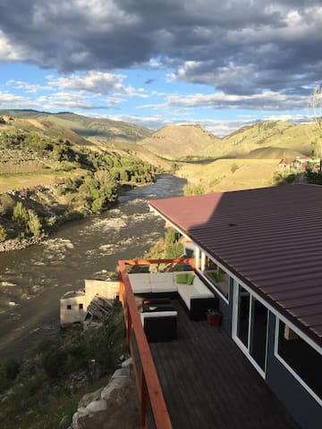 Newly Remodeled Home on the Yellowstone River. - Gardiner - Casa