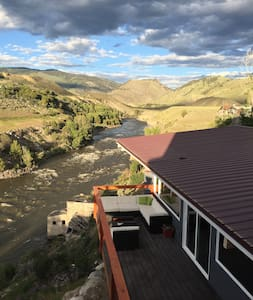 Newly Remodeled Home on the Yellowstone River. - Gardiner