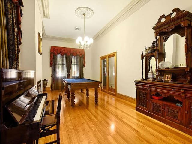 A safe and gracious situation. - Camberwell - House
