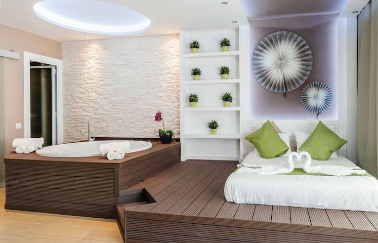 Charming Park Guell Jacuzzi loft!!!