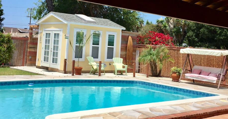 Pool studio near beautiful Bay!