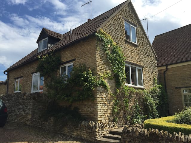 Cosy B&B in lovely rural Village - Yardley Hastings - Hus