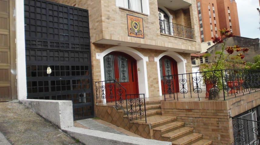 Suites House Centenario - Cali - Apartment